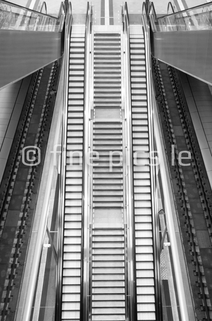Rolltreppe im Bahnhof
